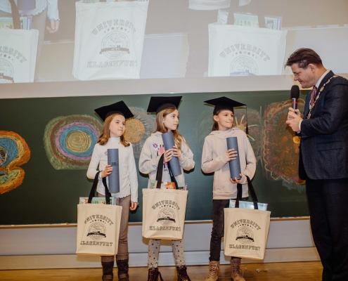 UNI für Kinder 2020 | Kinder und Rektor Vitouch