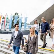 Studierende am Campus der Universität Klagenfurt | Foto: aau/Daniel Waschnig