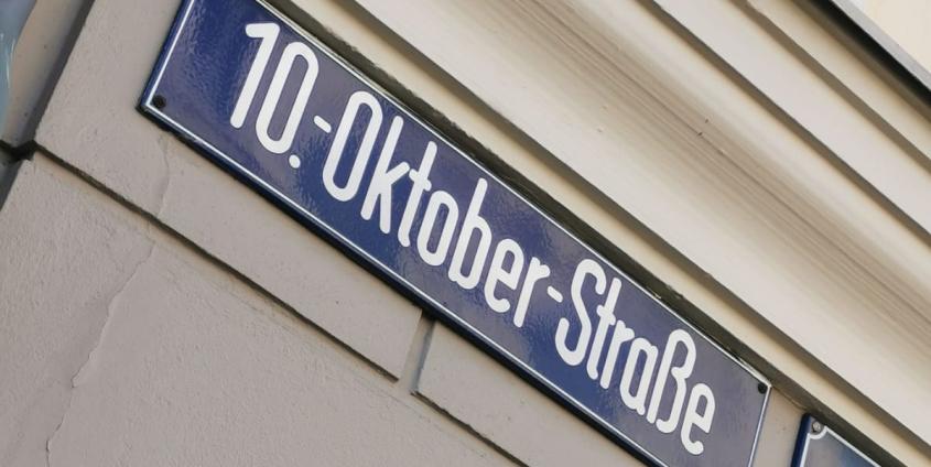 Straßenschild der 10.-Oktober-Straße