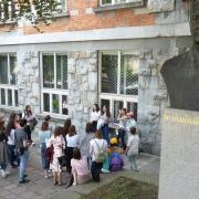 Gedichtvortrag vor der Nationalbibliothek in Ljubljana (2019)