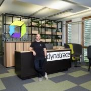 Portraitfoto von Thomas Grassauer im Dynatrace Lab Klagenfurt