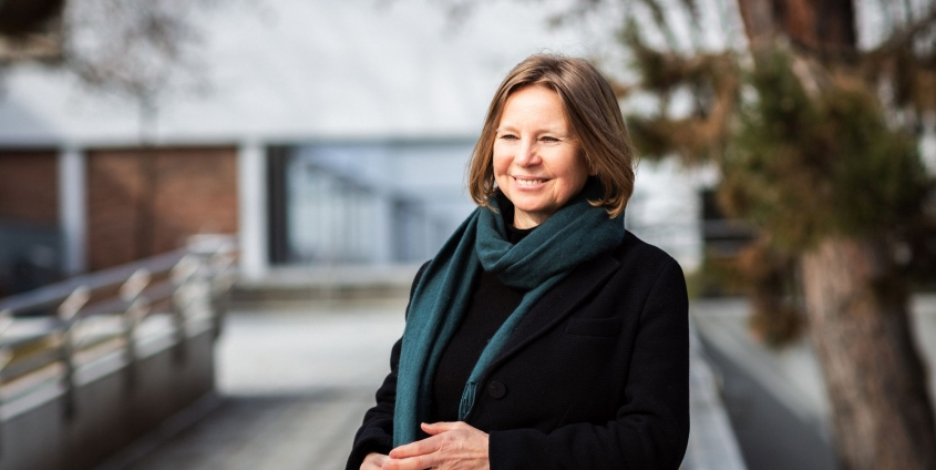 Mayya Soboleva vor der Universität Klagenfurt