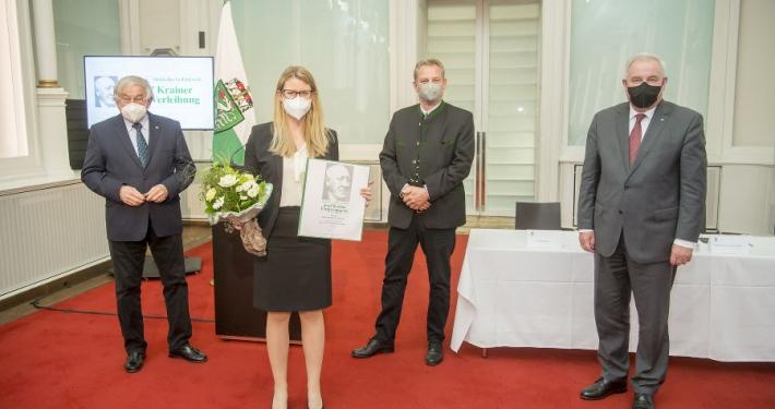 LH Hermann Schützenhöfer, Gerald Schöpfer und Georg Krainer übergeben den den Josef Krainer-Förderungspreis an Birgit Moser-Plautz.