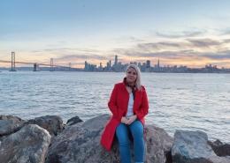 Portrait Silke English vor Skyline