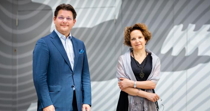 Rektor Oliver Vitouch begrüßt Rektorin Tiziana Lippiello von der Università Ca' Foscari in Venedig an der Universität Klagenfurt