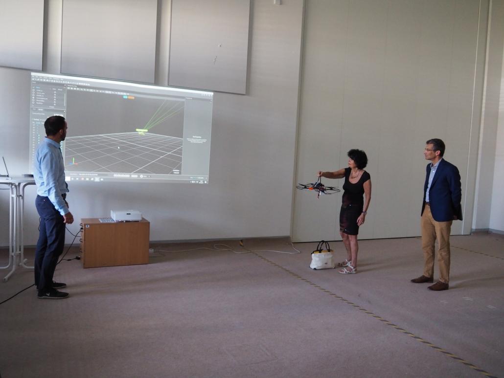 Demonstration in der Drohnenflughalle anlässlich des Besuchs des Forschungs- und Wissenschaftsrat Kärnten