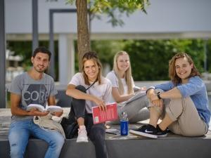 Studierende an der Universität Klagenfurt | Foto: aau/Arnold Poeschl