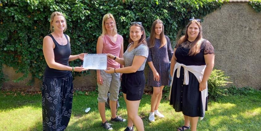 Studierende unterstützen die Caritas und entwickeln eine Broschüre für WohnungssuchendeProjekte