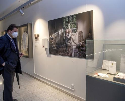 Rektor Oliver Vitouch bei der Ausstellung Arteficia | Foto: Karlheinz Fessl
