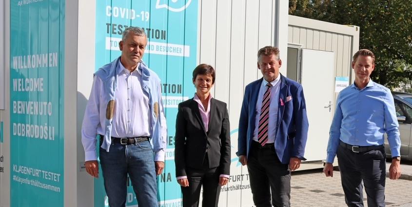 Eröffnung des neuen Testcontainers am Westparkplatz der Universität Klagenfurt, Vizerektorin Doris Hattenberger, Bürgermeister Christian Scheider, Stadtrat Max Habenicht und Christian Gypser (Magistratsdirektion)
